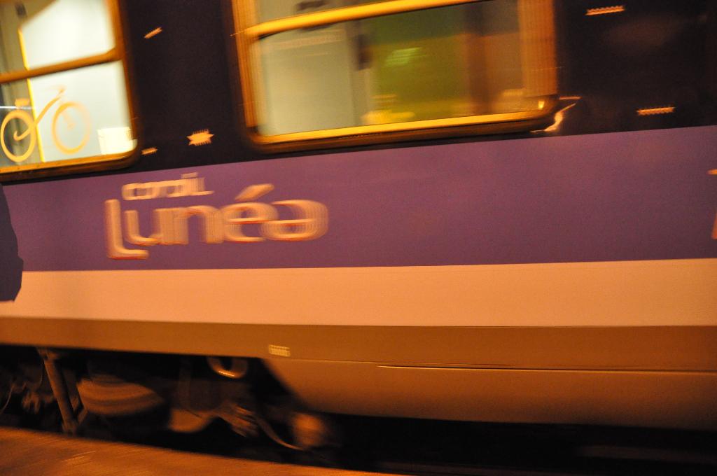 Rencontre dans le train rencontre ephemere 974 discrete com