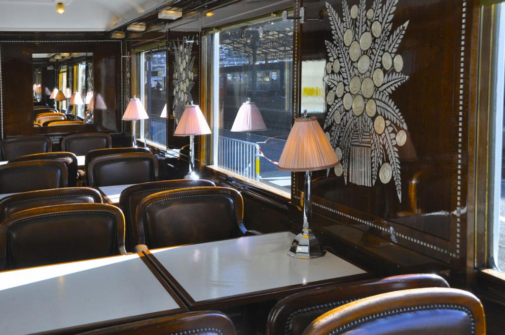 Train bleu une voiture en gare de brive en novembre 2012 for Salon livre brive